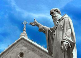 La statua di San Benedetto da Norcia