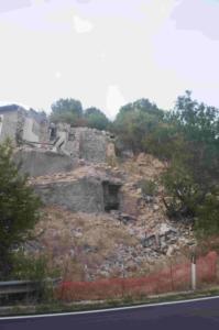 Case danneggiate a Casali di Serravalle